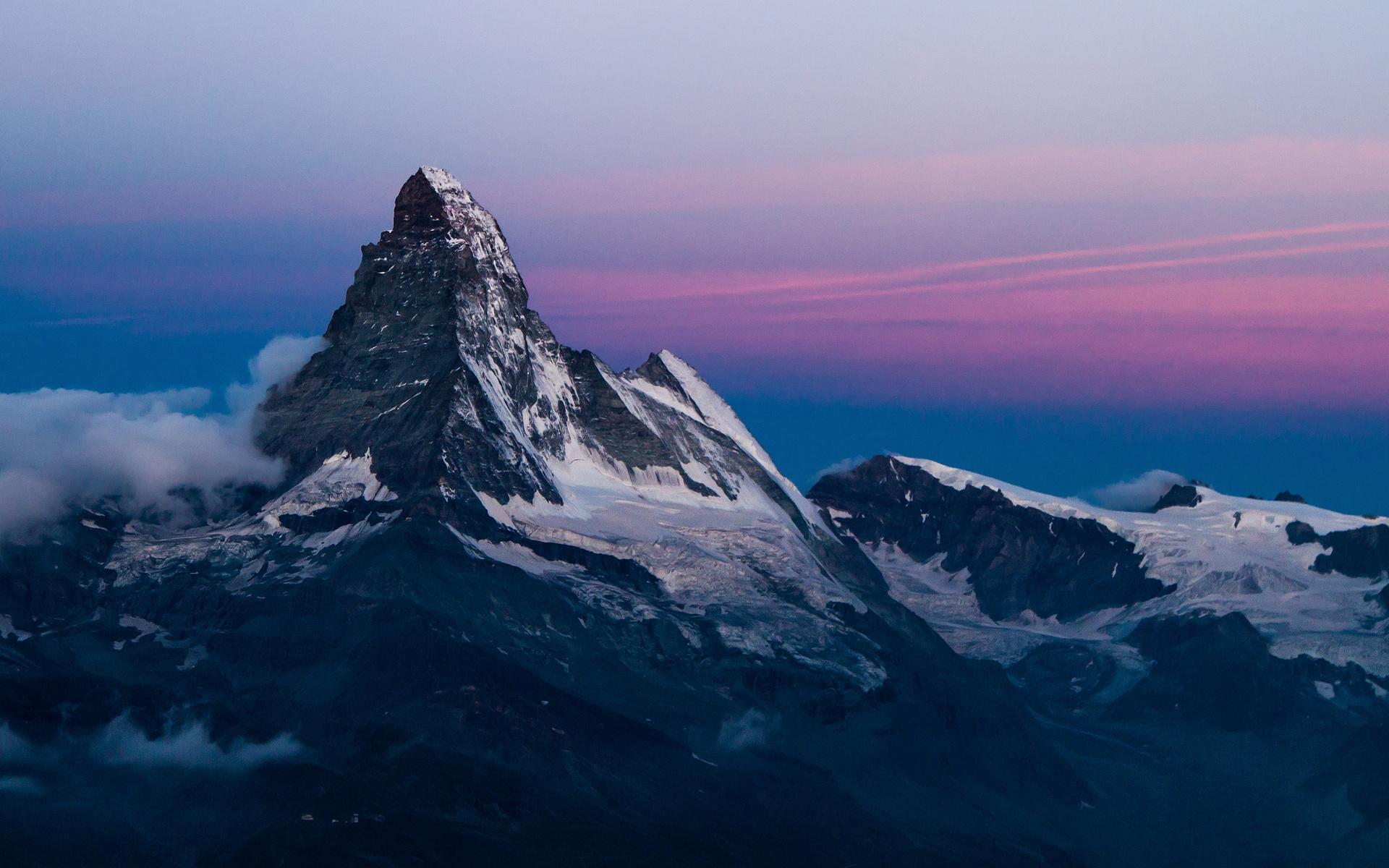 [Roleo de Sco] Dejado atrás. Slope_mountain_peak_rocks_snow_sky_sunset_sunrise_1920x1200